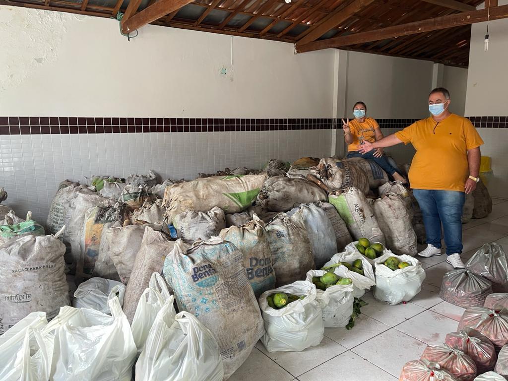 Prefeitura municipal em parceria com a SESAES distribui 8 toneladas de alimentos em Cubati