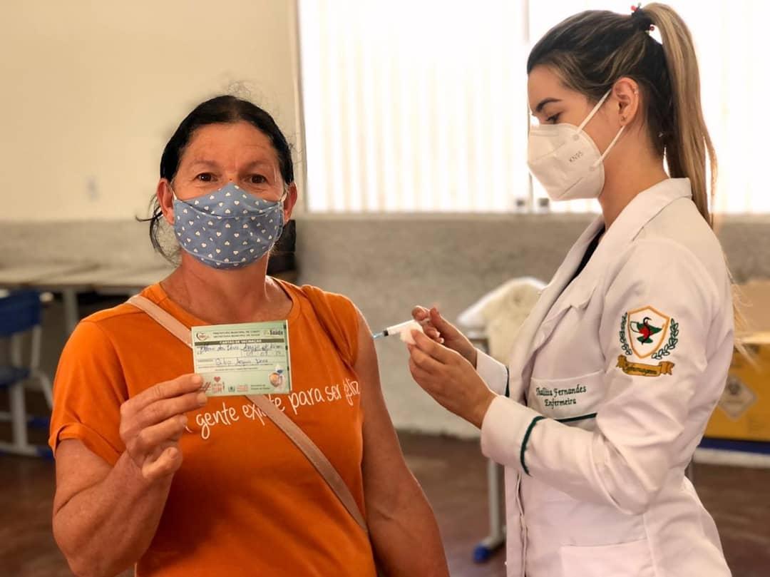 Secretaria Municipal de Saúde realiza mais um dia de imunização contra à COVID-19