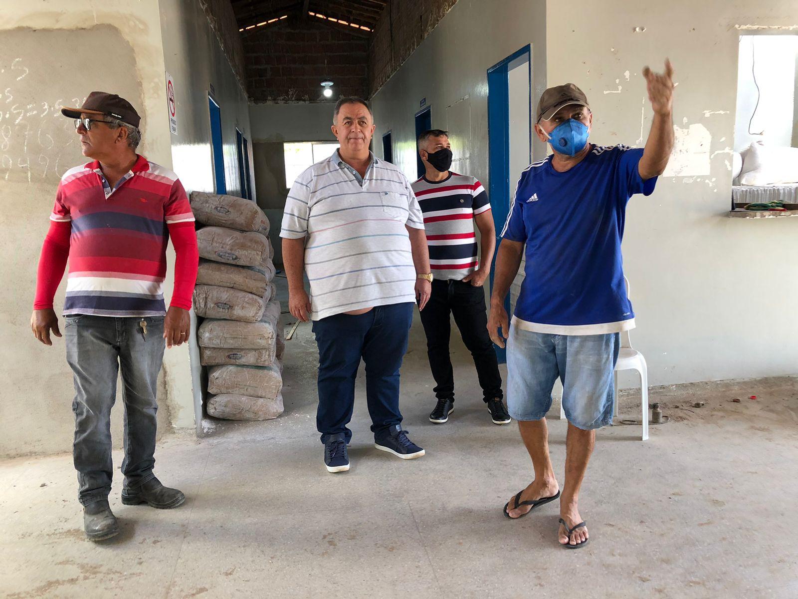 Prefeito Ribeiro visita obras e garante continuar trabalhando por Cubati